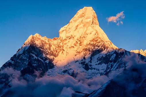 Ama Dablam「Panorama of Mount Ama Dablam in Nepal」:スマホ壁紙(8)