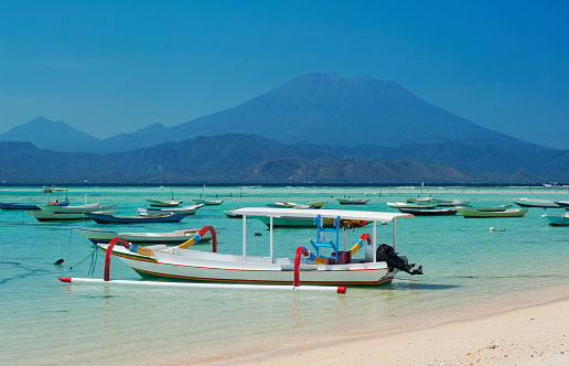 Mt Agung「Boats along the coast of Nusa Lembongan, Bali」:スマホ壁紙(4)
