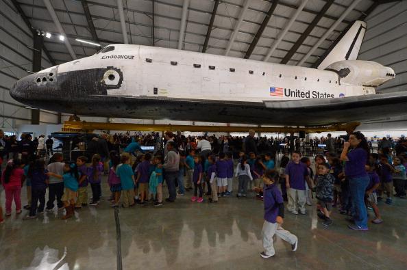 Space Shuttle Endeavor「Space Shuttle Endeavour Inaugurated Into Exhibition At The California ScienceCenter」:写真・画像(9)[壁紙.com]