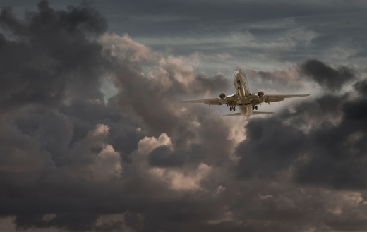 Miami Beach「airplane in a cloudy sky」:スマホ壁紙(2)