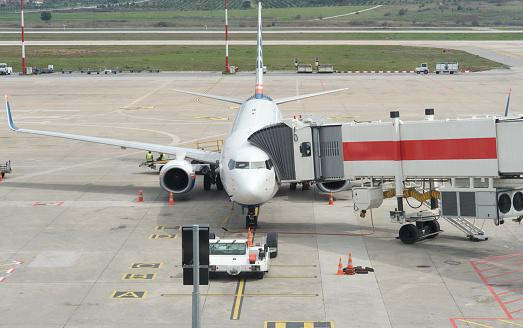 Passenger Boarding Bridge「Airplane in airport apron」:スマホ壁紙(16)