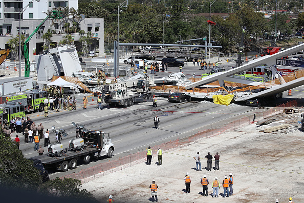Miami「Multiple Fatalities Reported After Collapse Of Pedestrian Bridge In Miami」:写真・画像(10)[壁紙.com]