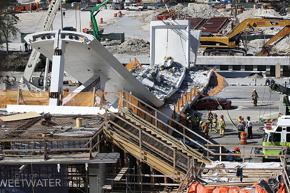 Bridge - Built Structure「Multiple Fatalities Reported After Collapse Of Pedestrian Bridge In Miami」:写真・画像(8)[壁紙.com]
