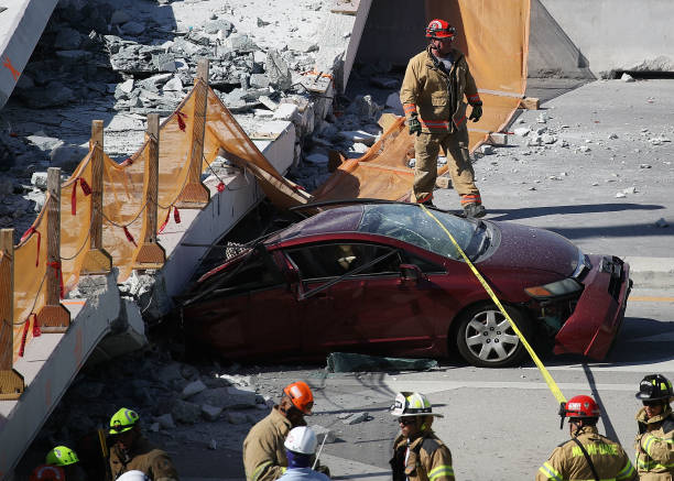 Multiple Fatalities Reported After Collapse Of Pedestrian Bridge In Miami:ニュース(壁紙.com)