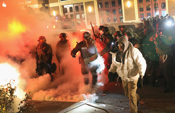 2014-15 Ferguson Unrest「Grand Jury Decision Reached In Ferguson Shooting Case」:写真・画像(4)[壁紙.com]