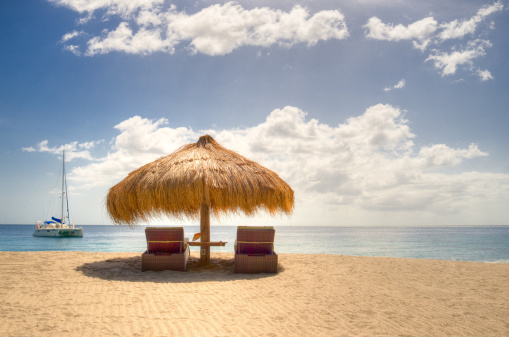 Parasol「Sun umbrella and sun loungers, Anse Chastanet beach, Saint Lucia, Caribbean」:スマホ壁紙(7)