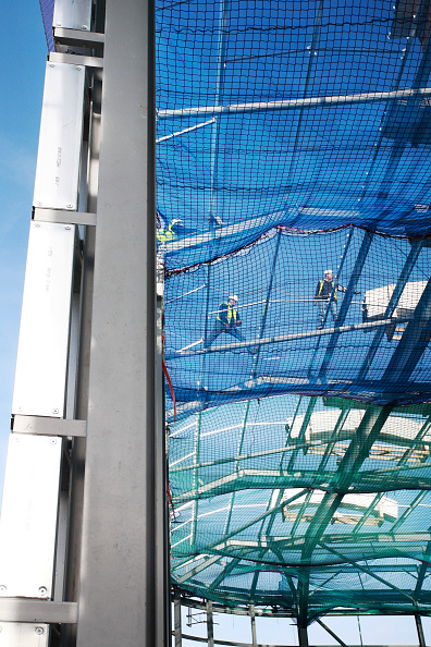 Risk「Roofers working on the construction of a recycling centre」:写真・画像(14)[壁紙.com]