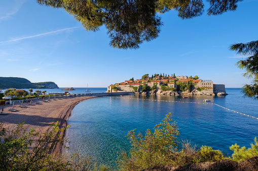 Mediterranean Sea「Montenegro, Adriatic Coast, Hotel Island Sveti Stefan and beach, near Budva」:スマホ壁紙(6)