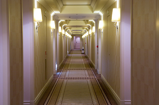 Long「Hotel style, cream colored hallway with lamps」:スマホ壁紙(15)