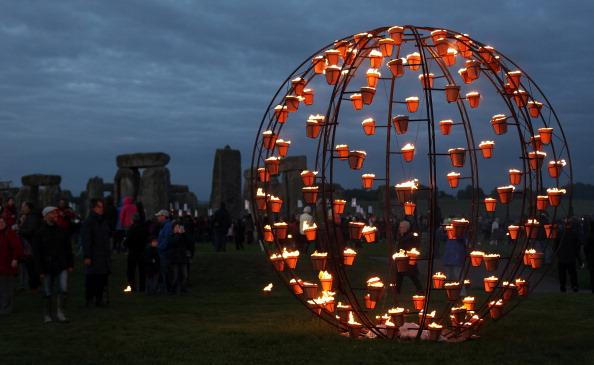 UNESCO World Heritage Site「Salisbury International Arts Festival Hosts The Fire Garden At Stonehenge」:写真・画像(9)[壁紙.com]
