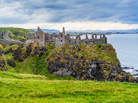 Basalt「Dunluce Castle, a now-ruined medieval castle in Northern Ireland」:スマホ壁紙(10)