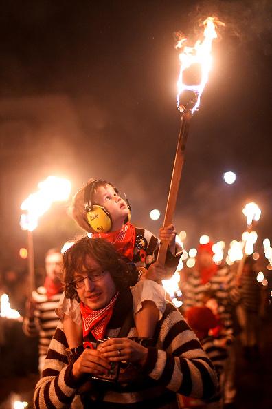 Blow Torch「Lewes Bonfire Societies Put On Annual November 5th Display」:写真・画像(12)[壁紙.com]