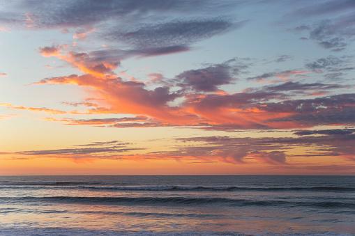 Westland - South Island New Zealand「Pink clouds over the Tasman Sea at dusk, Okarito」:スマホ壁紙(8)