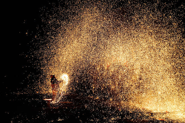 Melted Iron Fireworks Show During The Chinese Spring Festival:ニュース(壁紙.com)