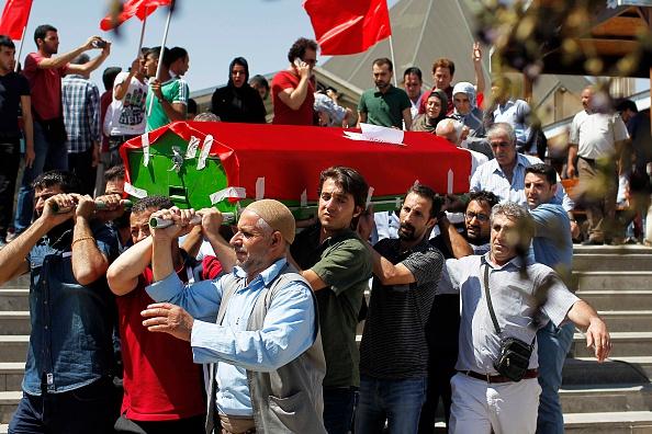 Şanlıurfa「Mourners Attend The Funerals Of Those Killed In The Turkish Bomb Blast」:写真・画像(6)[壁紙.com]
