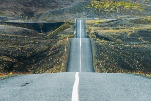 Bumpy「Undulating road, south Iceland」:スマホ壁紙(5)