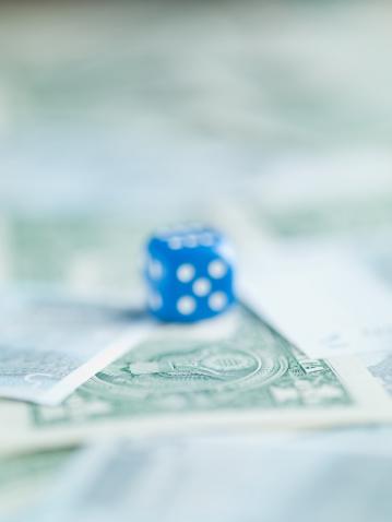 Economic fortune「Blur blue dice on pile of dollar bills」:スマホ壁紙(16)