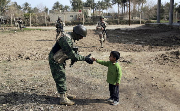 Adult「Iraqi Army Conducts Sweeps Through Rural Farms」:写真・画像(17)[壁紙.com]