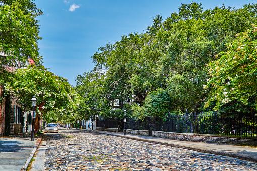 Charleston - South Carolina「Cobblestoned street and historic buildings,USA」:スマホ壁紙(13)