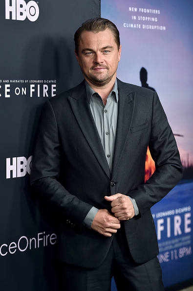膝から上の構図「LA Premiere Of HBO's 'Ice On Fire' - Arrivals」:写真・画像(4)[壁紙.com]