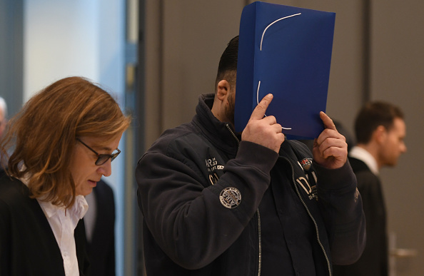 Two People「Niels Hoegel Trial Over 100 More Murders Begins」:写真・画像(8)[壁紙.com]