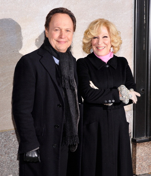 ビリー クリスタル「80th Annual Rockefeller Center Christmas Tree Lighting Ceremony」:写真・画像(14)[壁紙.com]