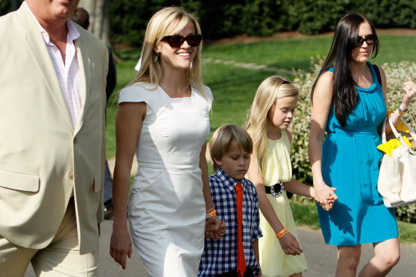 Reese Witherspoon「President And Mrs. Obama Host Easter Egg Roll On White House Lawn」:写真・画像(3)[壁紙.com]