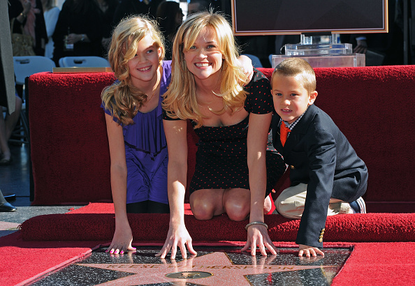Hollywood - California「Reese Witherspoon Honored On The Hollywood Walk Of Fame」:写真・画像(11)[壁紙.com]