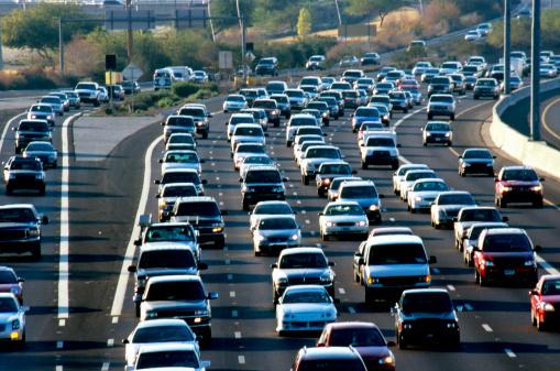 豊富「USA, Arizona, Phoenix, traffic on congested freeway, elevated view」:スマホ壁紙(3)