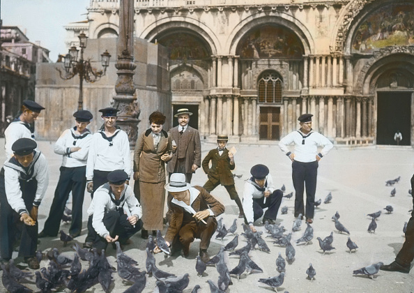 San Marco Quarter「Venice. Italy: Sailors And Tourists Feeding The Pigeons In Piazza San Marco. Handcolored Lantern Slide.」:写真・画像(9)[壁紙.com]
