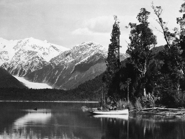 Franz Josef Glacier「Lake Mapourika」:写真・画像(1)[壁紙.com]