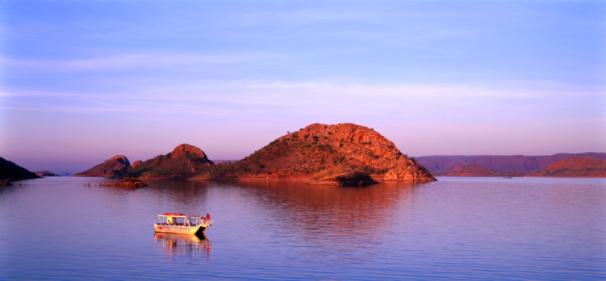 Kimberley「Boat on Lake Argyle, East Kimberley, Kimberley, Western Australia, Australia, Australasia」:スマホ壁紙(11)