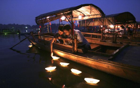 七夕「Chinese Lovers Celebrate The Qixi Festival」:写真・画像(4)[壁紙.com]