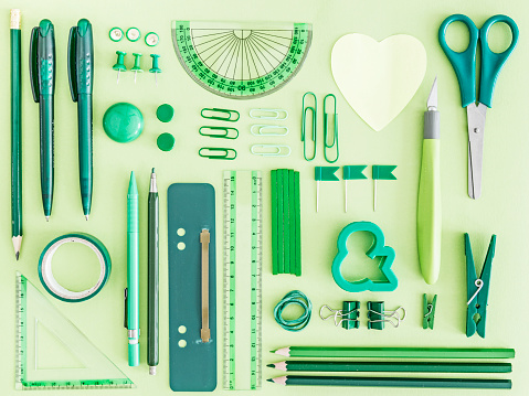 Side By Side「Green office supplies on green background」:スマホ壁紙(18)