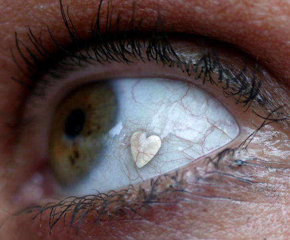 Platinum「Body Piercing Makes Way For Latest Trend - Eyeball Body Jewellery」:写真・画像(4)[壁紙.com]