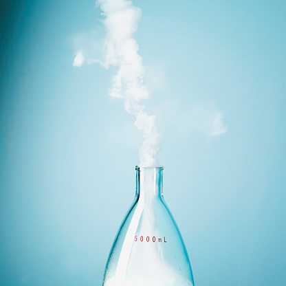 Chemical「Smoke escaping from flask」:スマホ壁紙(12)