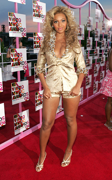 Metallic Dress「2004 MTV Video Music Awards - Arrivals」:写真・画像(15)[壁紙.com]