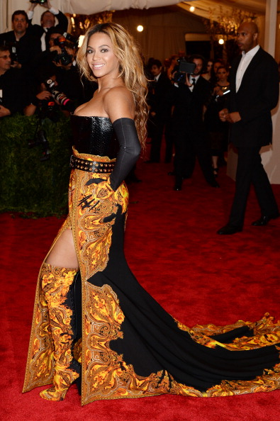"Gold Colored「""PUNK: Chaos To Couture"" Costume Institute Gala」:写真・画像(19)[壁紙.com]"