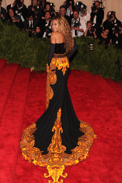 """Form Fitted「""""PUNK: Chaos To Couture"""" Costume Institute Gala」:写真・画像(17)[壁紙.com]"""