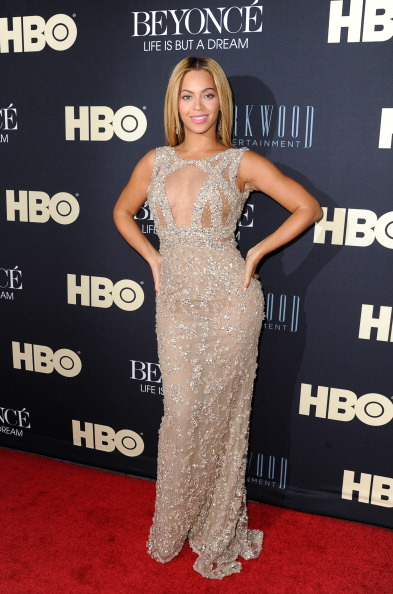 "Hand On Hip「""Beyonce: Life Is But A Dream"" New York Premiere - Arrivals」:写真・画像(0)[壁紙.com]"