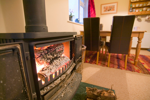 Stove「Using a log burning stove to heat a house is burning renewable fuel and therefore C02 neutral. Good for the carbon footprint」:写真・画像(4)[壁紙.com]