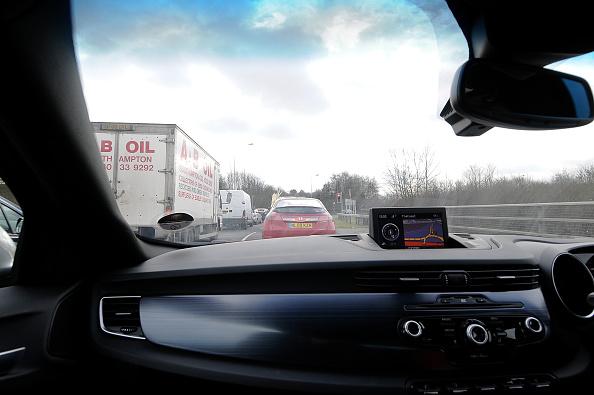 Waiting「Satellite navigation system in Alfa Romeo Giulietta 2011 in heavy traffic」:写真・画像(15)[壁紙.com]