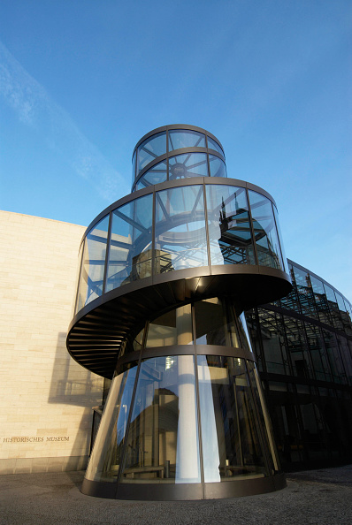 Steps「Glass stairway to new annex of Berlin Historical Museum, Germany desgned by IM Pei」:写真・画像(16)[壁紙.com]