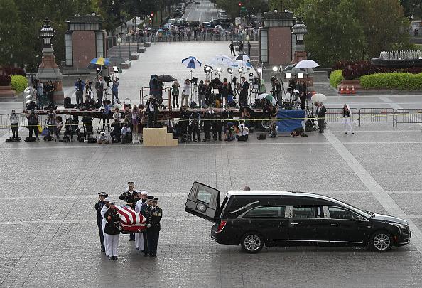 Win McNamee「Sen. John McCain (R-AZ) Lies In State In The Rotunda Of U.S. Capitol」:写真・画像(3)[壁紙.com]