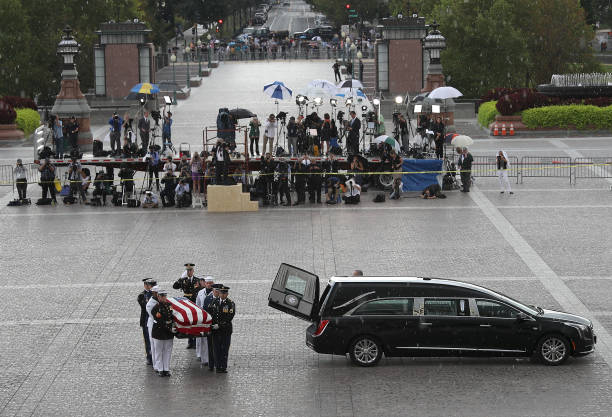 Sen. John McCain (R-AZ) Lies In State In The Rotunda Of U.S. Capitol:ニュース(壁紙.com)