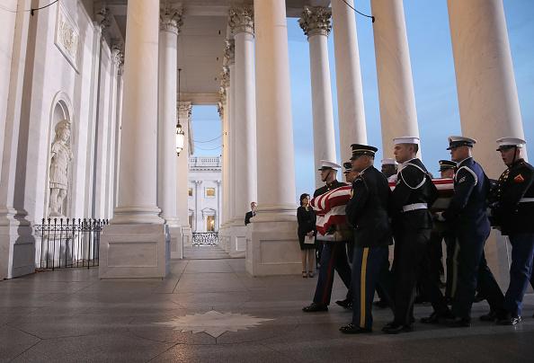 ベストオブ「Congressional Leaders Host Arrival Ceremony  At Capitol For Late President George H.W. Bush」:写真・画像(14)[壁紙.com]