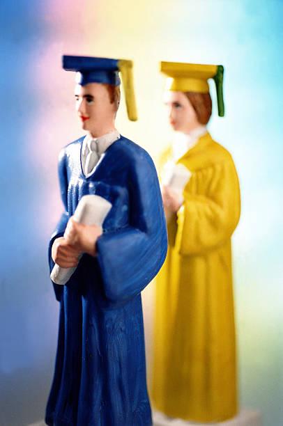 Figurines of graduates, close-up:スマホ壁紙(壁紙.com)