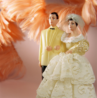 Married「Figurines of wedding couple」:スマホ壁紙(8)
