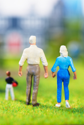 Figurine「Figurines of family of three standing on grass, rear view, studio shot」:スマホ壁紙(6)