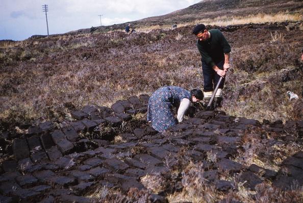 自然の景観「Cutting Peat Near Edinbane」:写真・画像(14)[壁紙.com]